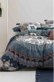 LINEN HOUSE Wategos Printed Quilt Cover Set Queen Bed
