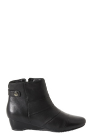 DF SUPERSOFT Daylen Ruched Front Leather Ankle Boot